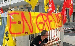 Les facteurs du 8e sont  en grève depuis 16 jours.