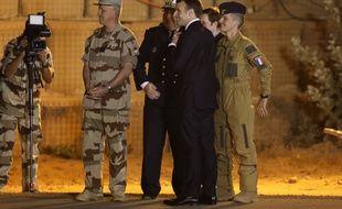Emmanuel Macron sur la base française de Niamey au Niger, le 22 décembre 2017.