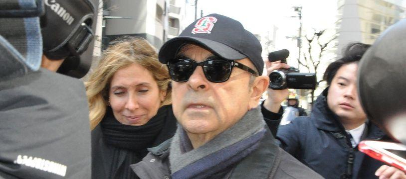 Carlos Ghosn et son épouse Carole (ici à Tokyo le 9 mars 2019) sont suivis par des journalistes dans leurs moindres déplacements.