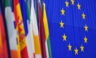Les taux d'emprunt de l'Espagne et de l'Italie continuent à se détendre vendredi malgré les interrogations sur l'avenir de Chypre, les investisseurs étant persuadés qu'une solution sera trouvée d'ici lundi pour éviter un effondrement du pays aux effets désastreux.