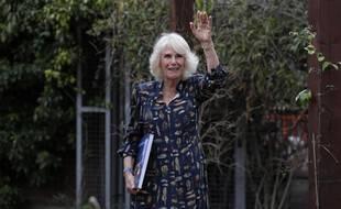 Coucou c'est Camilla ! La duchesse de Cornouailles étaient de sortie  à l'hôpital Whittington de Londres le 12 mai 2021 pour saluer le travail des infirmières.