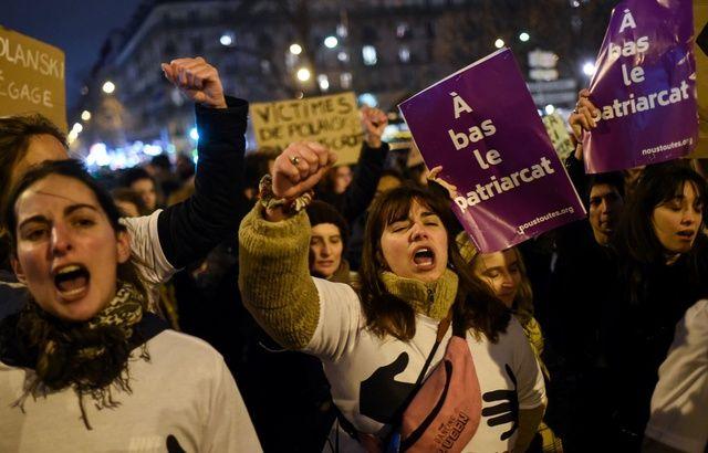 Lors de la manifestation contre la cérémonie des César, le 28 février, place des Ternes à Paris. — LUCAS BARIOULET / AFP
