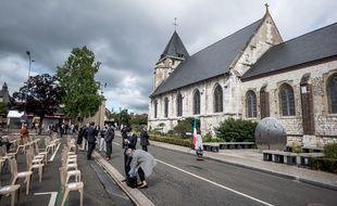 Le parquet national antiterroriste a demandé un procès aux assises pour quatre personnes dans l'entourage des deux jihadistes ayant assassiné le père Jacques Hamel en juillet 2016 dans son église de Saint-Etienne-du-Rouvray (Illustration)