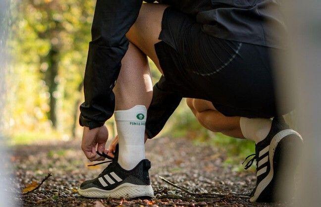 Les chaussettes «vertes» sont blanches.