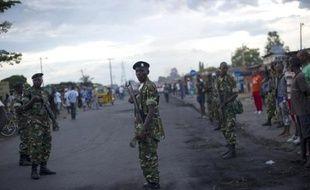 Des soldats montent la garde sur la rue principale de Bujumbura le 9 mai 2015