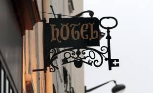 A Paris, selon les chiffres 2013 de l'Office de Tourisme de Paris, 988 hôtels de la capitale avaient trois étoiles ou plus.