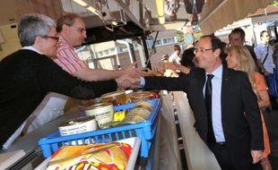Le président de la République François Hollande a effectué une visite non programmée sur le marché de Tulle samedi matin, a-t-on appris samedi de source préfectorale