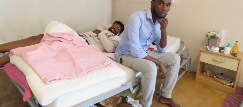 Mouss vit depuis quelques mois au squat Estrémadure avec trois autres Djiboutiens, tous opposants politiques dans leur pays.