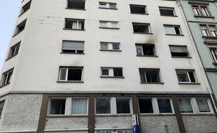 Un incendie survenu dans la nuit de mercredi à jeudi dans un immeuble de Strasbourg a fait cinq morts et sept blessés, le 27 février 2020.