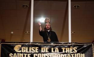Lille, le 20 mars 2014. Alessandro Di Giuseppe, candidat de l'Eglise de la très sainte consommation pour l'élection municipale à Lille