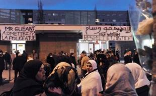 """La famille de Wissam El-Yamni, mort à la suite de son interpellation la nuit de la Saint-Sylvestre, a demandé une contre-autopsie, estimant que les résultats de l'autopsie présentaient """"des anomalies""""."""
