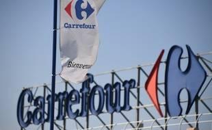 Le logo de l'enseigne Carrefour.
