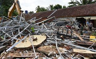Un tsunami en Indonésie fait 373 morts.