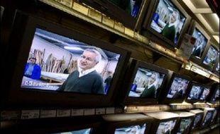 Les dépenses de consommation des ménages français en 2006 ont augmenté de 2,1% en 2006 par rapport à 2005, avec un boom des achats de téléviseurs à écran plat mais un recul des achats de voitures neuves, selon une étude de l'Insee publiée mardi.