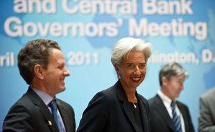 Christine Lagarde, la ministre française de l'Economie, avecTim Geithner, le secrétaire américain au Trésor avant le début de la réunion du G20 à Washington le 15 avril 2011.