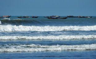 Des musulmans rohingyas s'enfuient vers un camp temporaire près de Sittwe, dans l'Etat de Rakhine, en Birmanie, le 31 octobre 2012.