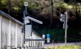 Le système Ogoxe combine des capteurs sur le terrain, un logiciel de prévision des crues et des boitiers connectés.