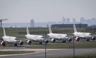 Le 24 mars 2020, à Roissy-Charles-de-Gaulle, des avions de la compagnie Air France sont cloués au sol, au huitième jour du confinement décrété pour luter contre la pandémie de Covid-19.