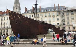 L'œuvre le Naufrage de Neptune a fait sensation place Royale à Nantes.