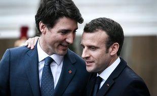 Emmanuel Macron et Justin Trudeau devant L'Elysée, le 16 avril 2018.
