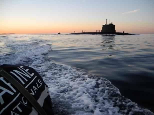Un sous-marin se prend dans les filets d'un chalutier — Bretagne