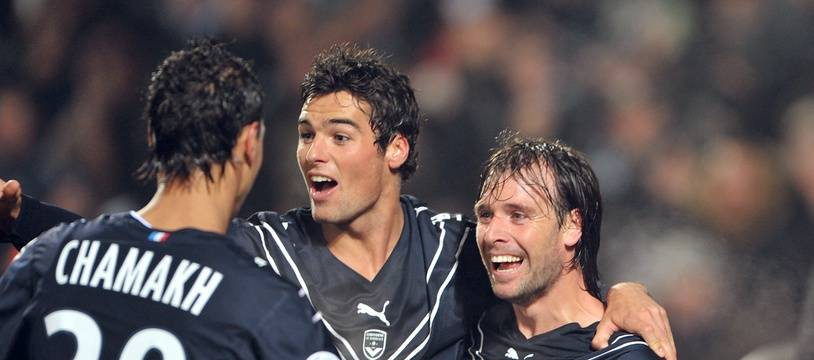 Yoann Gourcuff entouré pas Cavenaghi et Chamakh après son but.