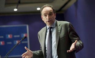 """Le secrétaire général de l'UMP, Jean-François Copé, a déploré lundi soir que le candidat du PS à la présidentielle, François Hollande, soit """"presque triomphaliste"""" quand il impute la forte hausse du nombre de demandeurs d'emploi à la politique de Nicolas Sarkozy."""