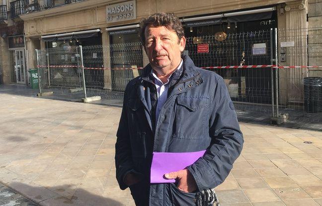 Jean-Louis David, adjoint au maire de Bordeaux en charge de la vie urbaine, devant l'immeuble du 152, rue Sainte-Catherine.