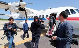 Des journalistes sud-coréens ont atterri en Corée du Nord pour témoigner du démantèlement du site d'essais nucléaires nord-coréen, le 23 mai 2018.