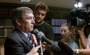 Le procureur de la République de Perpignan, Jean-Pierre Dreno, répond aux journalistes, le 25 août 2009, à Perpignan.