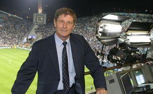 Jean-Michel Larqué s'apprête à commenter un match de l'OM, le 1er décembre 2010 à Marseille