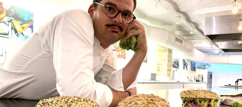 Camille Delcroix et les trois burgers imaginés par l'ancien Top Chef pour le BurgerDayParis