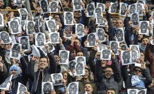 Les supporters de Naples brandissent des photos de Kalidou Koulibaly le 7 février 2016.