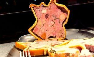 Ce hoax annonçait la (fausse) demande du sous-préfet de Meurthe-et-Moselle de remplacer le porc par de l'agneau dans le pâté lorrain. Illustration
