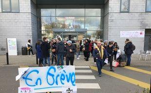 La mobilisation est très suivie au CHP Saint-Grégoire avec près de 300 salariés qui étaient en grève lundi matin.
