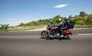 Deux motards sur l'autoroute du sud (image d'illustration).