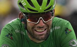 Le Britannique Mark Cavendish franchit la ligne d'arrivée de la 9e étape du Tour de France à Tignes, le dimanche 4juillet 2021.