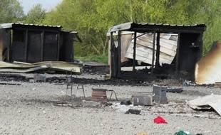 Cabanon détruit dans le camp de migrants de Grande-Synthe (Nord)