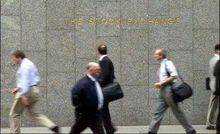 Les salaires des dirigeants des entreprises cotées sur l'indice vedette FTSE-100 de la Bourse de Londres ont atteint au total près d'un milliard de livres (1,5 milliard d'euros) lors de la dernière année boursière, soit une hausse de 37% sur un an, a affirmé le Guardian mercredi.