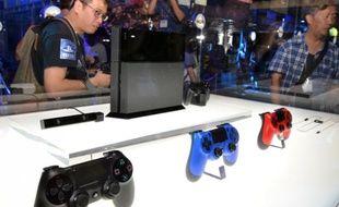 La PlayStation 4 et ses manettes exposées au Tokyo Game Show, le 19 septembre 2013.
