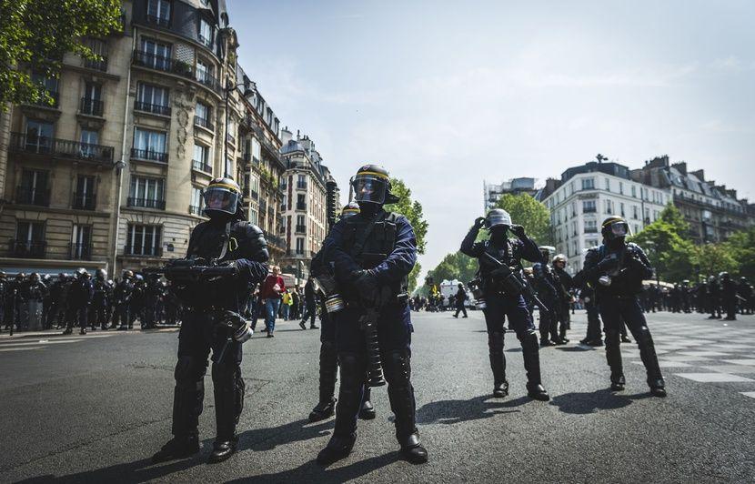 La police a-t-elle empêché des «gilets jaunes» de s'acheter de l'eau pendant l'acte 39?