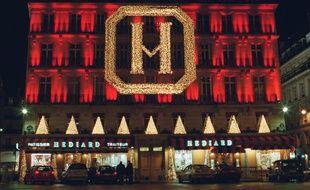 La façade de l'immeuble de la société Hédiard, place de la Madeleine à Paris.