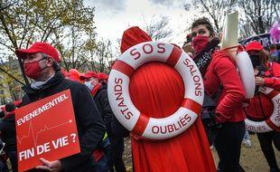 Des professionnels de l'événementiel manifestent à Paris en décembre 2020.