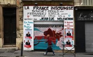 La permanence de La France insoumise a été recouverte d'affiches à l'effigie de Patrick Mennucci à Marseille.
