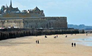 Vue d'une plage de Saint-Malo, le 19 février 2015
