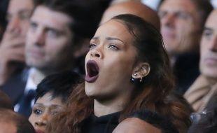 Rihanna dans les tribunes du Parc des Princes, à Paris, lors du match PSG - OM, le 4 octobre 2015.