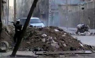 La bataille fait rage entre les troupes syriennes et les rebelles pour le contrôle d'Alep, la deuxième ville de Syrie, des informations contradictoires circulant sur l'évolution des combats.