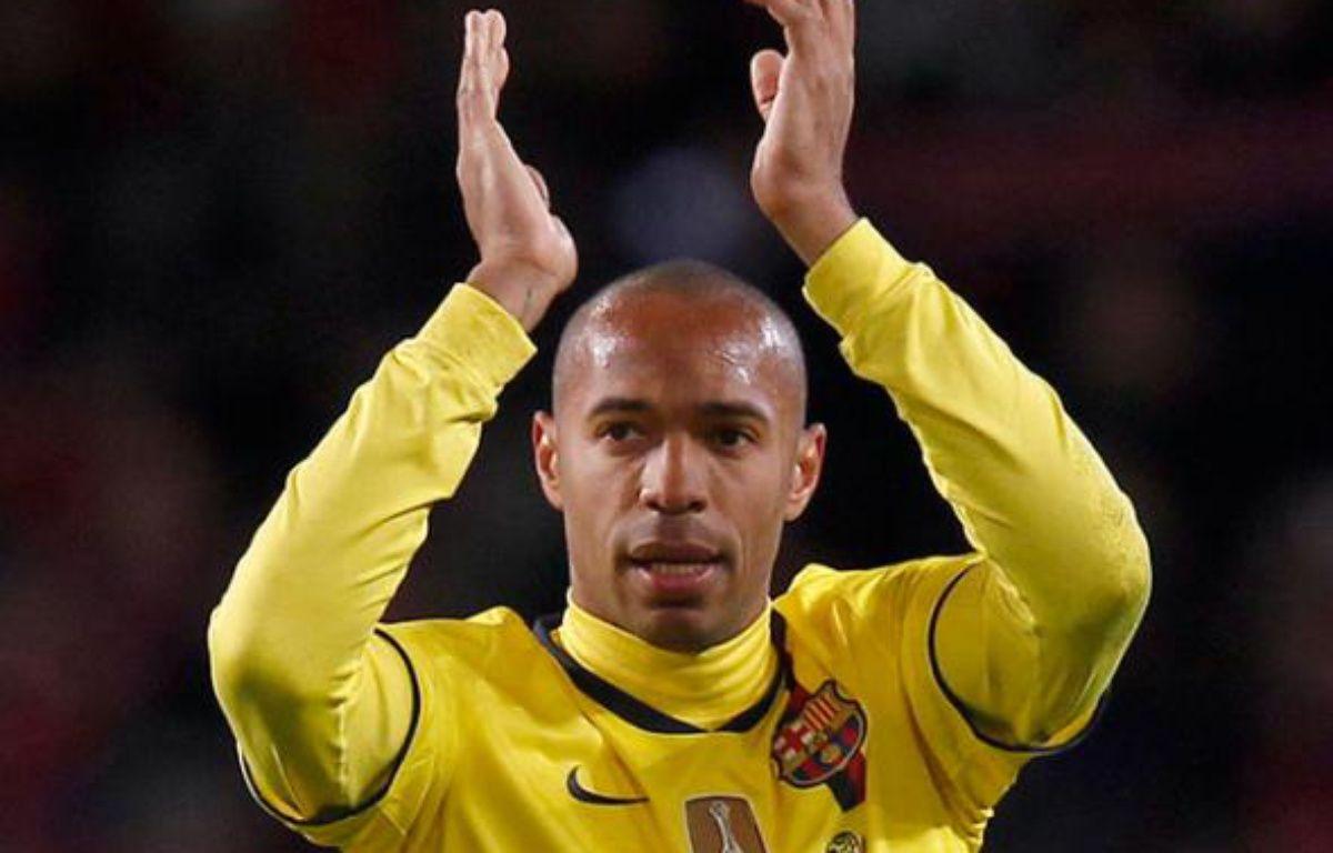 Thierry Henry applaudit les supporters d'Arsenal à l'Emirates Stadium, le 31 mars 2010 – REUTERS/Eddie Keogh