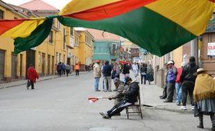Une rue de Potosi, ville minière du sud de la Bolivie, bloquée par ses habitants, le 15 juillet 2015