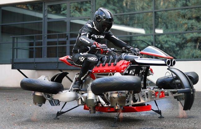 Lors du passage en mode vol, les quatre roues pendulaires s'inclinent vers l'extérieur et se placent à l'horizontale.